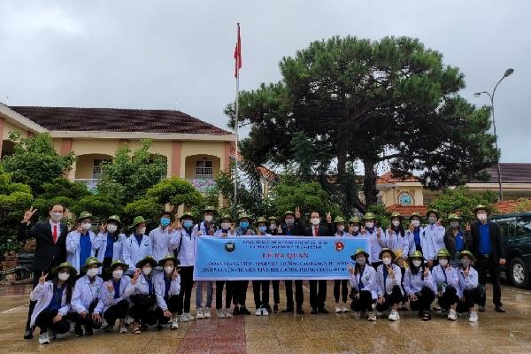 Sinh viên Trường Cao đẳng Y tế Lâm Đồng hăng hái lên đường hỗ trợ tỉnh Bình Dương trong cuộc chiến phòng chống Covid-19